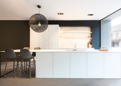 Keuken modern, greeploos wit