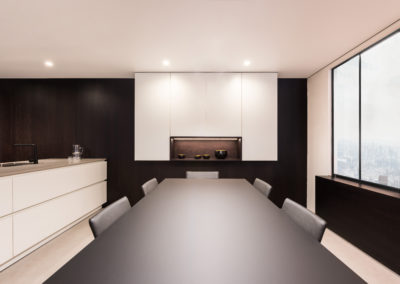 Keuken modern, greeploos, zwart / wit