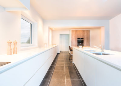 Keuken modern, greeploos, hout / wit
