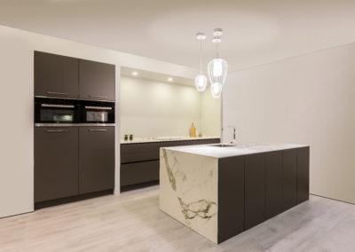Keuken modern, greeploos, model Marathon, kleur Lava