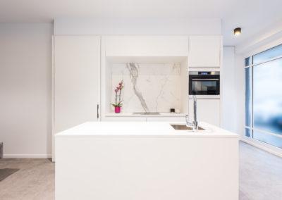 Keuken modern, greeploos, model Marathon, kleur Signal wit