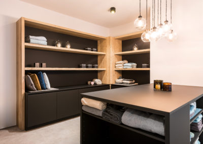 Interieurkasten hout / Fenix zwart, supermat