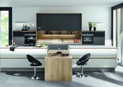 Keuken modern, greeploos, model Flair, deuren gelakt, 45° afgeschuind