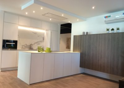 Keuken modern, greeploos, model Top, Sneeuwwit / hout