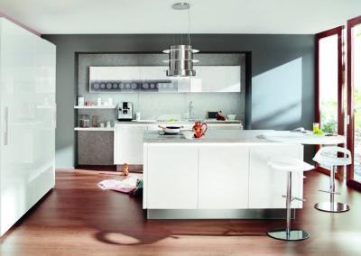 Keuken modern, greeploos, model Resopal, deuren laminaat