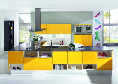 Keuken modern, model Opal, deuren hoogglanslak volgens RAL