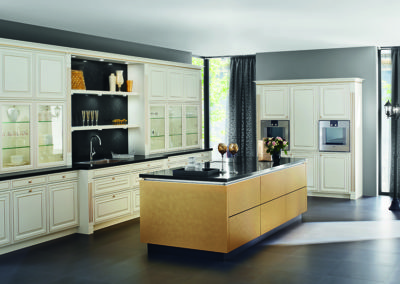 Keuken landelijk, model Castello, kaderdeur met afwerking goud