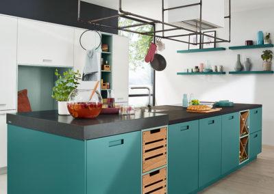 Keuken modern, model Feel, deuren in mat lak met ingefreesde grepen