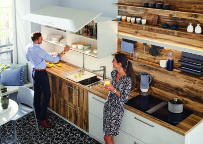 Keuken modern, model Smart, deuren hout en wit hoogglanslak