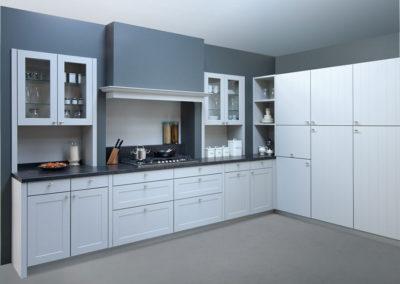 Keuken landelijk, kaderdeur en deur met groefjes