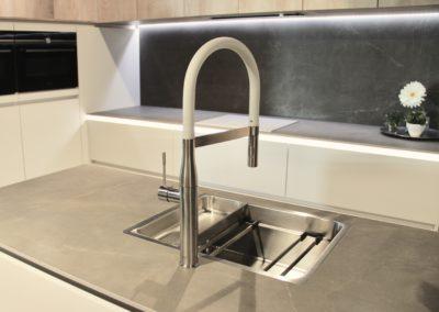 Keuken modern, greeploos - model Edition mat lak en model Top, mammoet eik