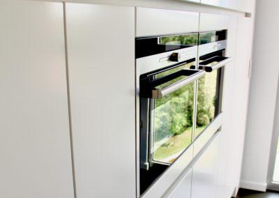 Keuken modern, greeploos, wit mat lak