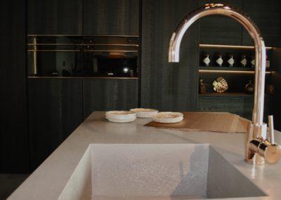 Keuken modern, greeploos, model Picasso poederlak en model Oklahoma, fineer eik fondant lintzaag