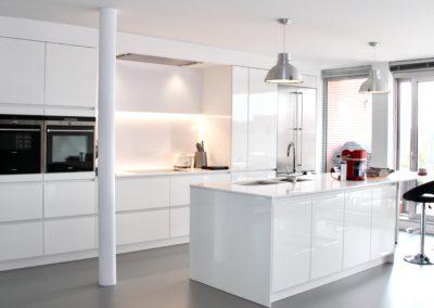 Keuken modern, greeploos - hoogglanslak wit