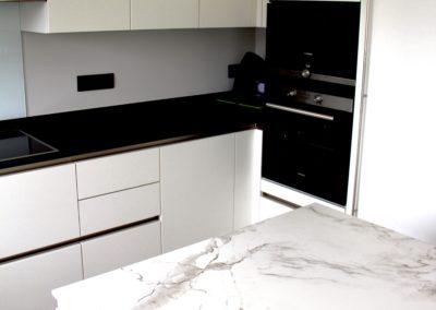 Realisatie keuken modern, greeploos